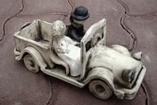 Auto s novomanželi 2